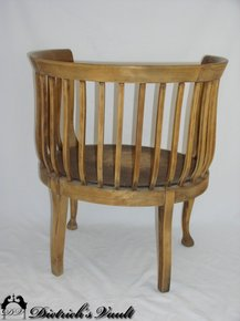 barrel chair.jpg