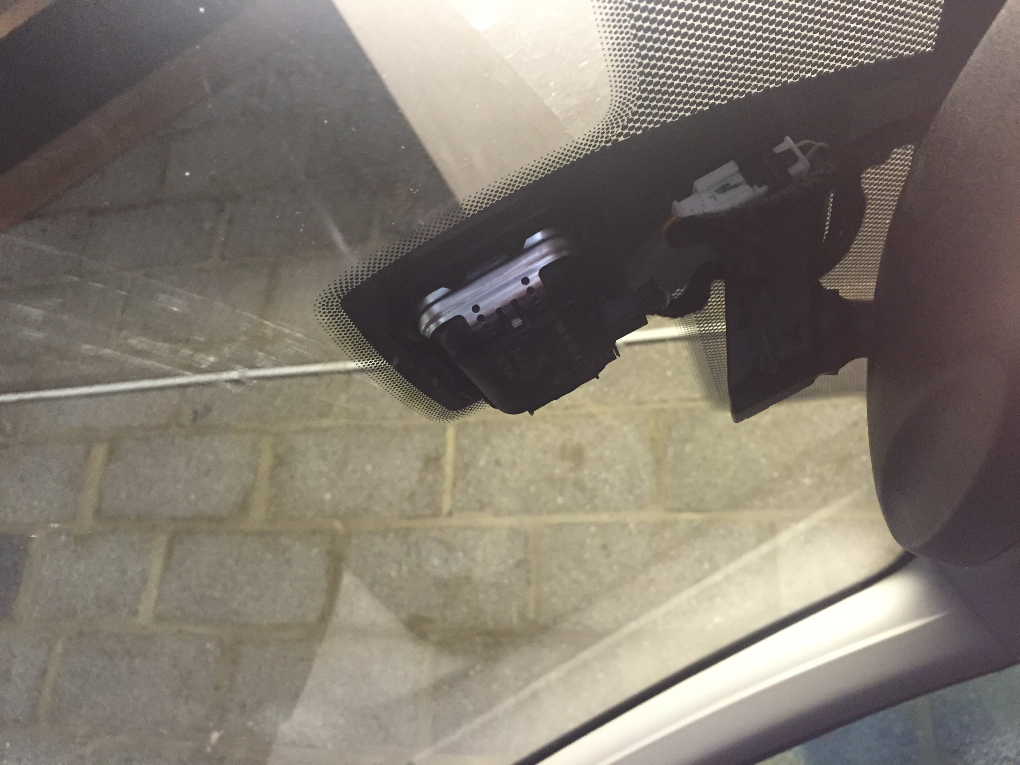 Ford Kuga receiving no Gps signals and thinks it is in a
