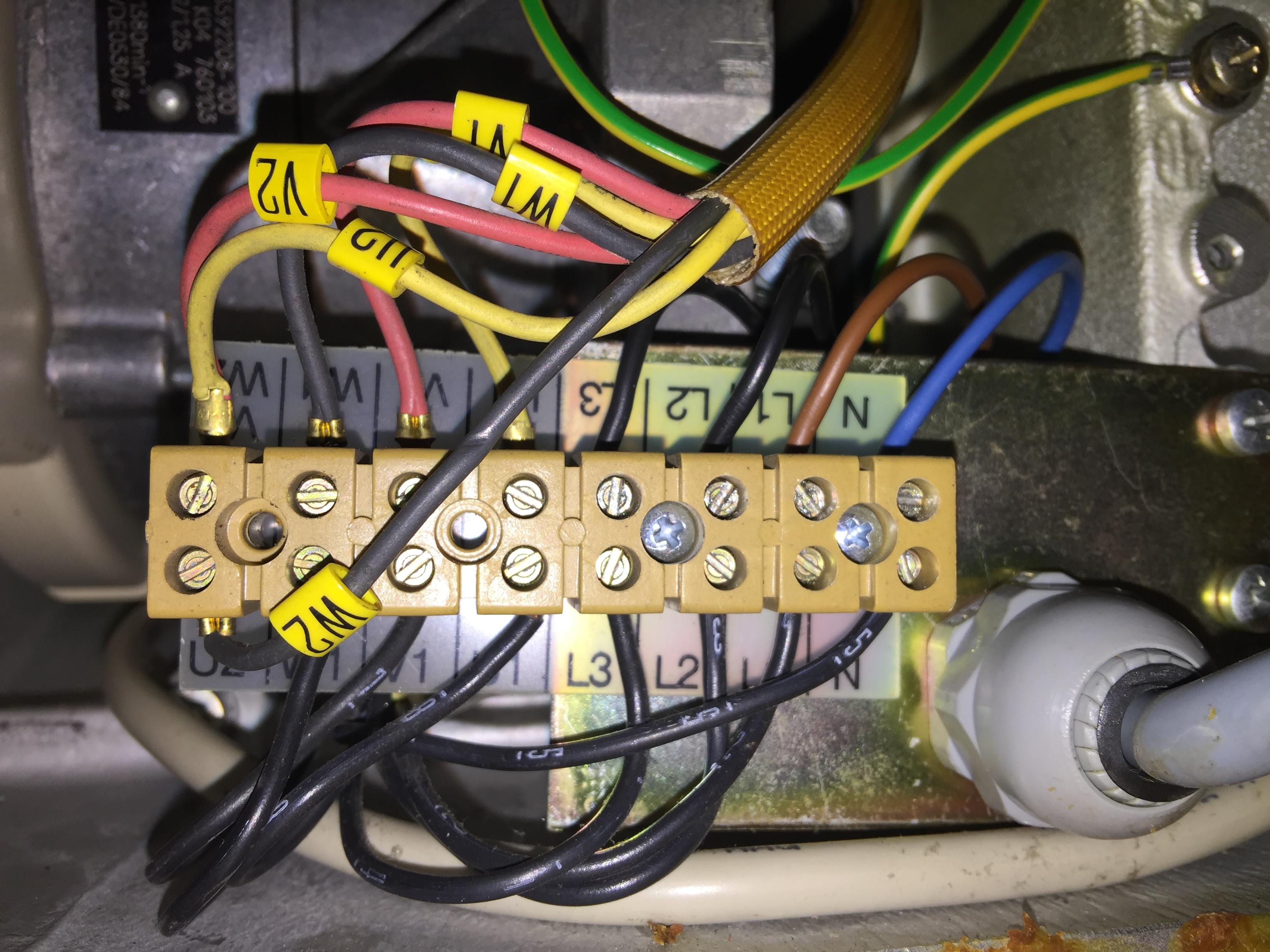 Erfreut 220 V Verkabelung 4 Draht Elektro Noch Fotos - Der ...