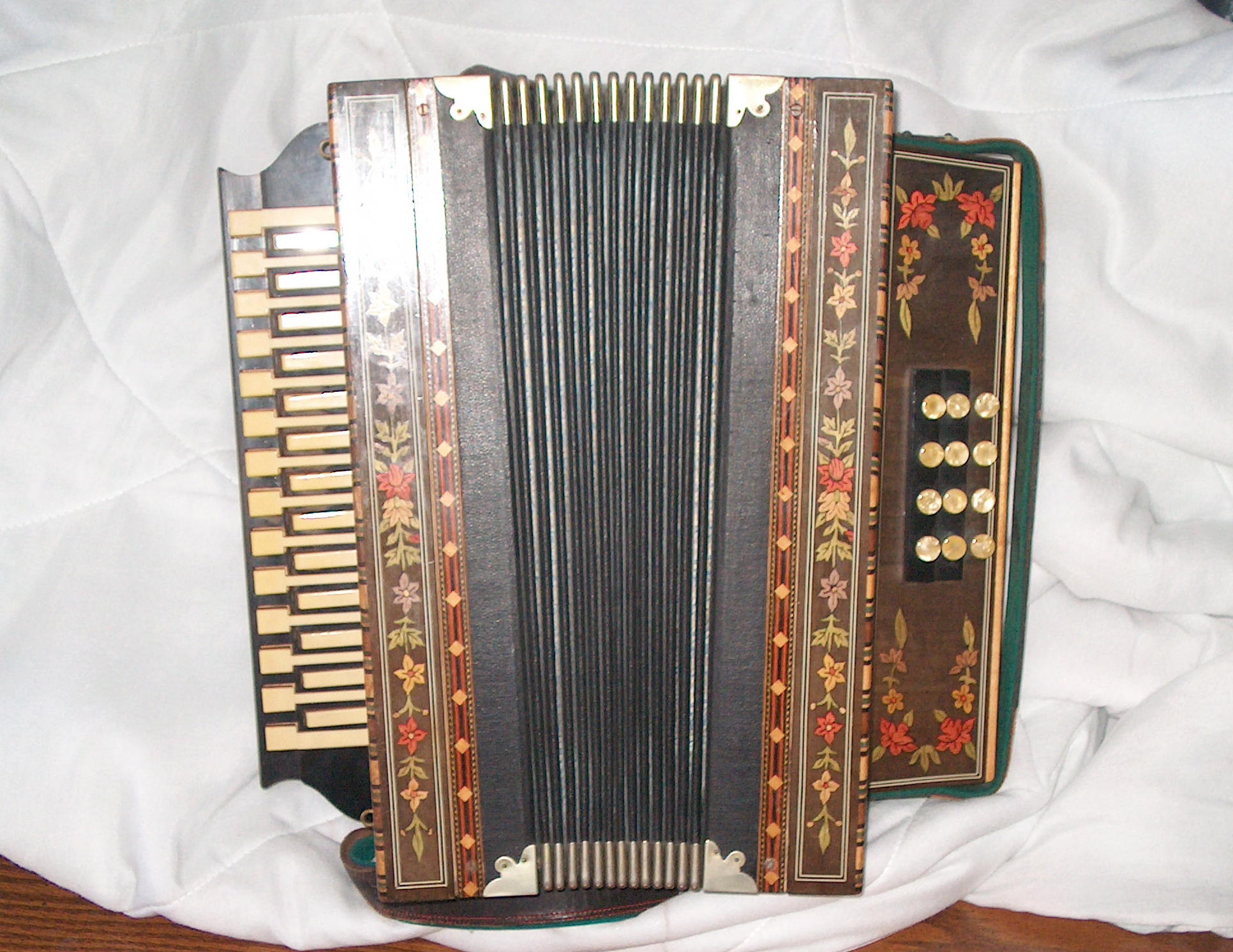 Accordian - Front View.JPG