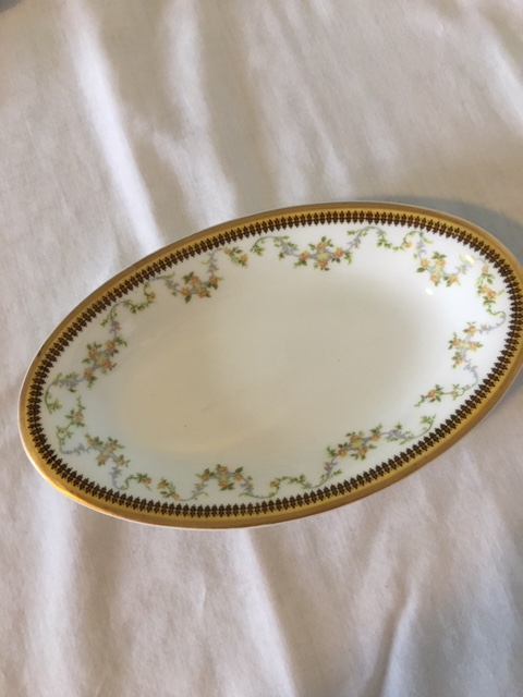 Valmont Haviland oval dish 8 in.png