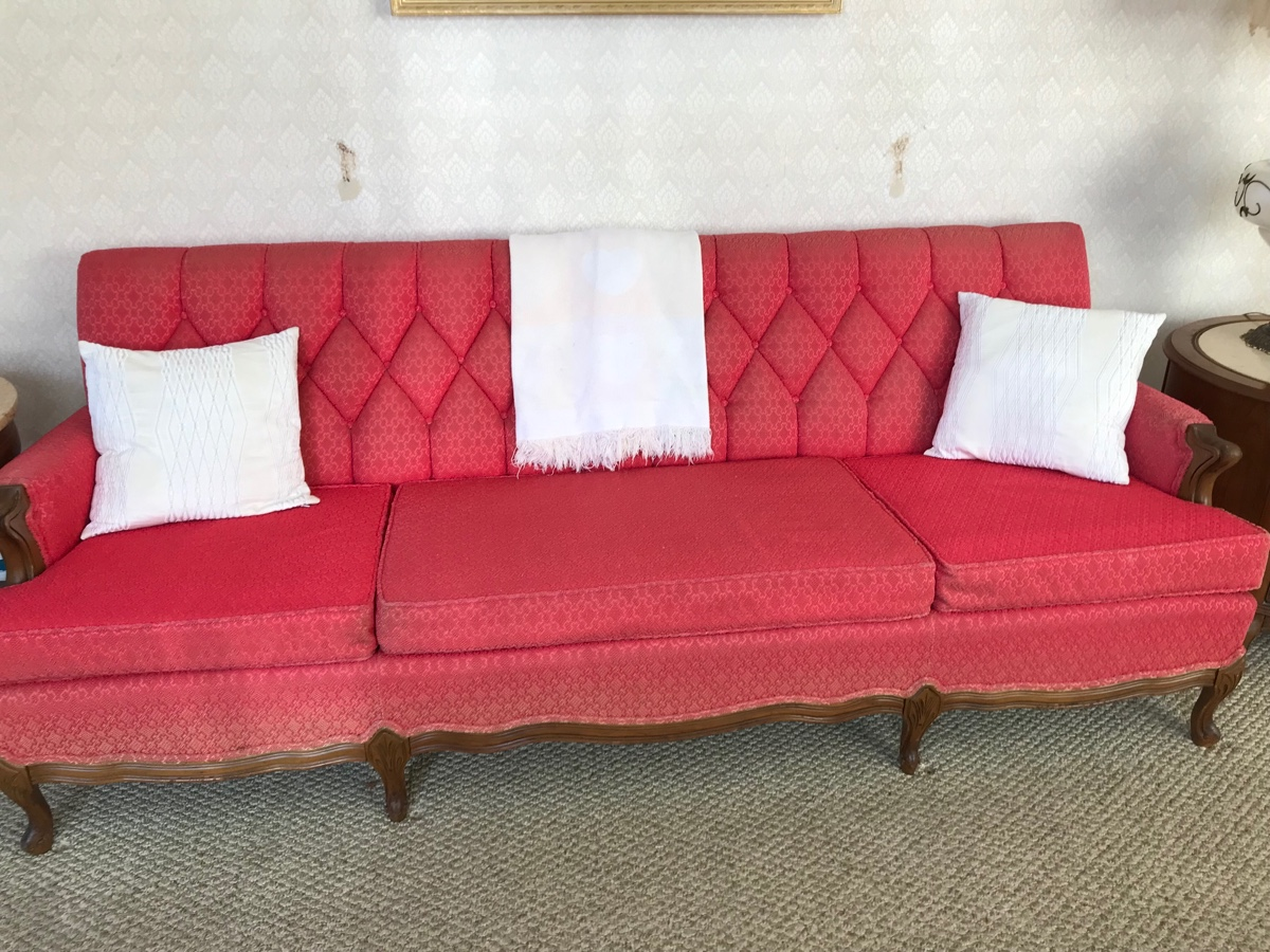 I Have A Vintage Sofa Was Wondering The Value It S In Ok