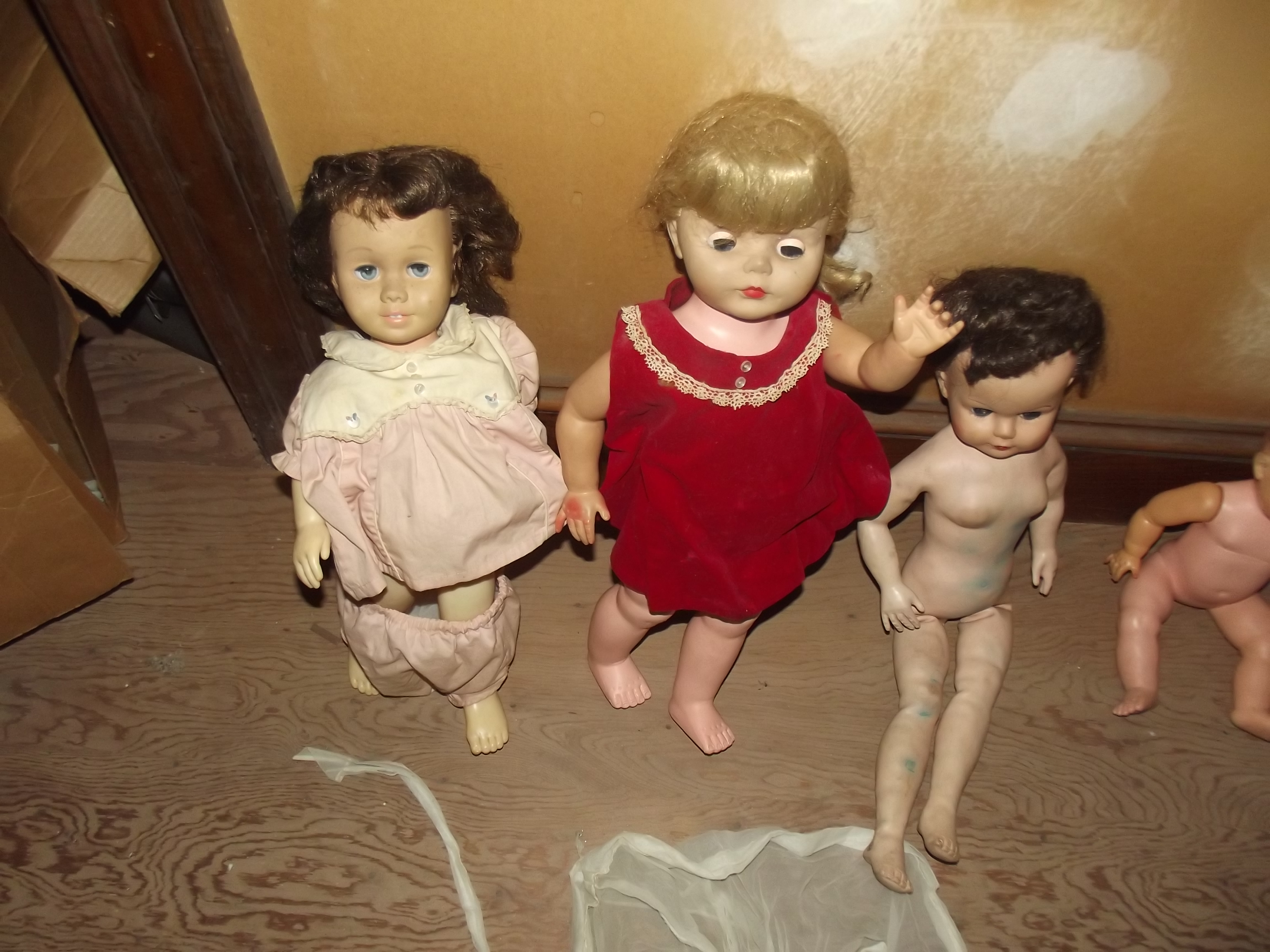 ESTATE DOLLS UPSTAIRS USE 3.JPG