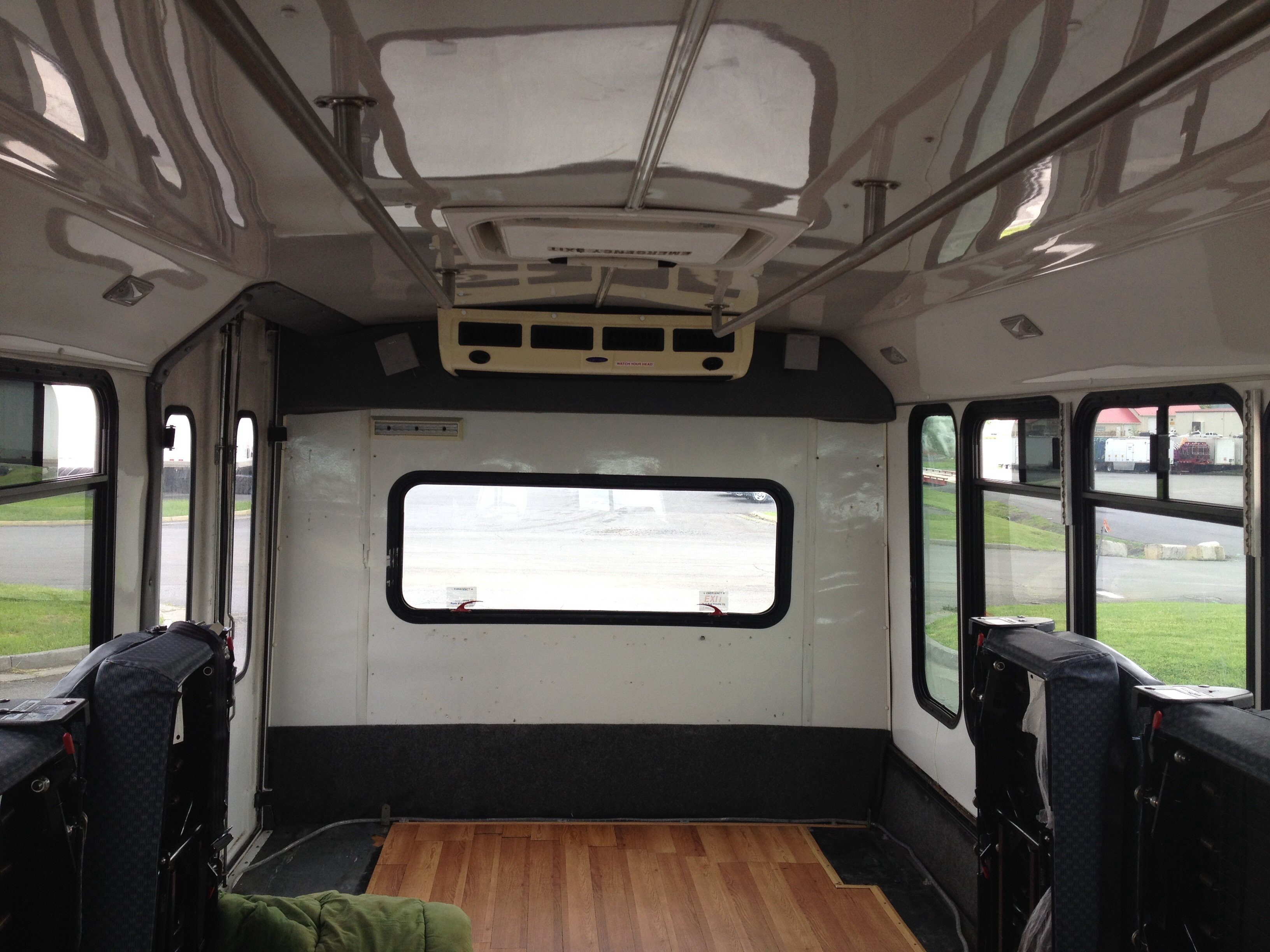 2005 Ford E450 6 0l Diesel Shuttle Bus The Front Ac Is