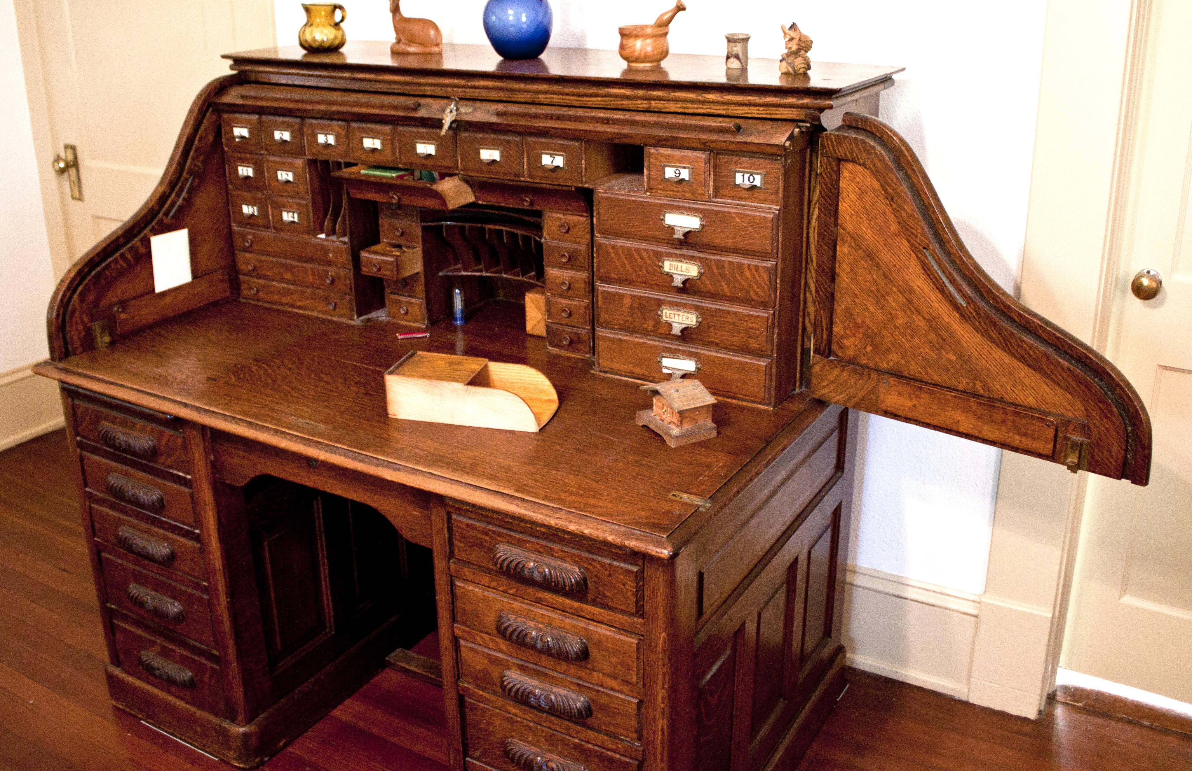 Rolltop desk with side swung out.jpg