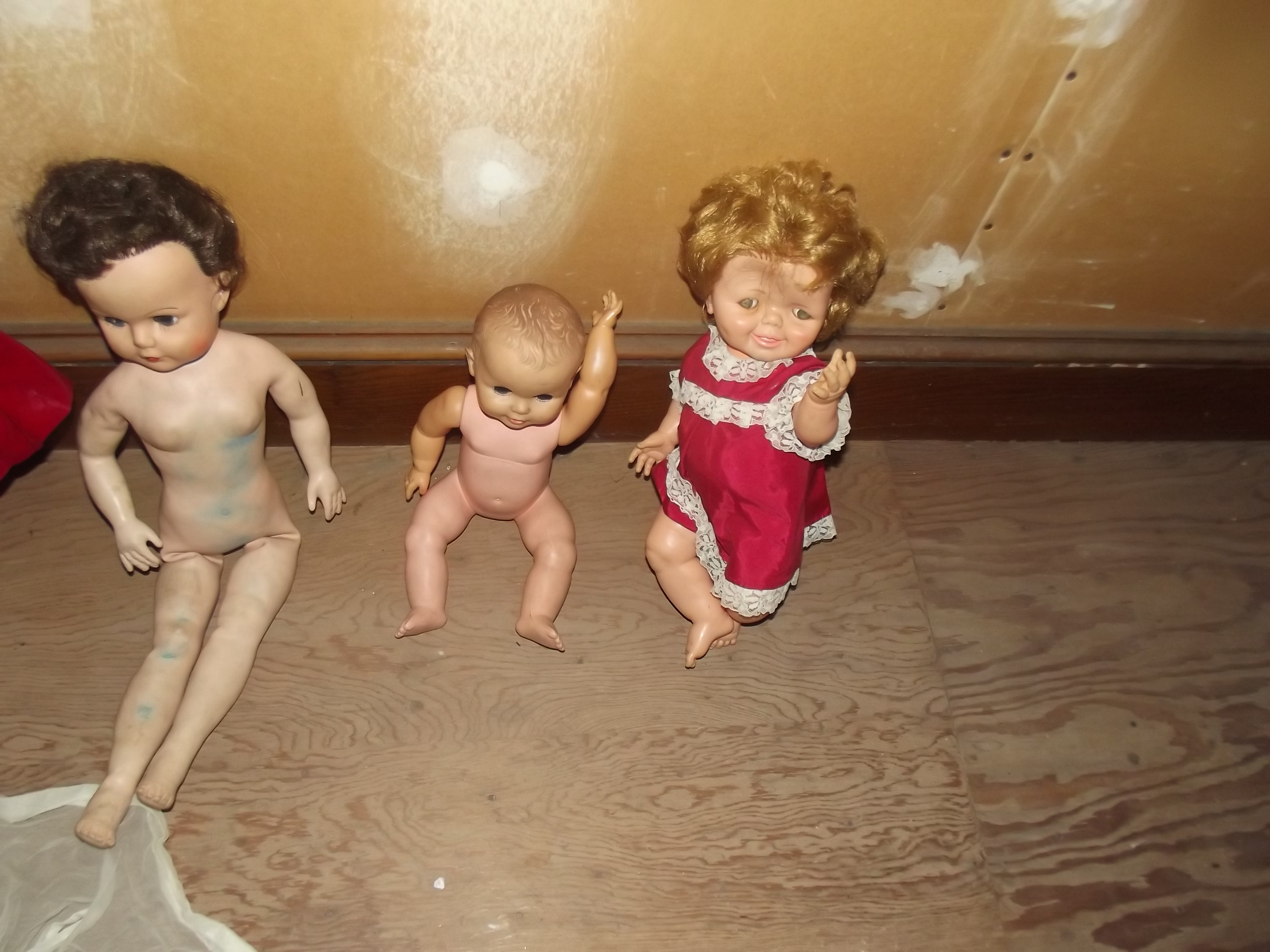 ESTATE DOLLS UPSTAIRS USE  2.JPG