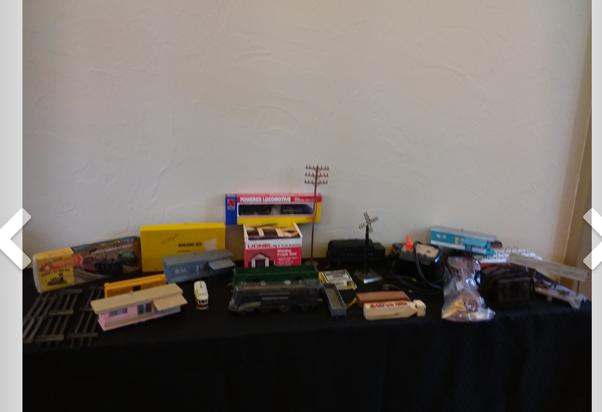 How much is this vintage train set worth description