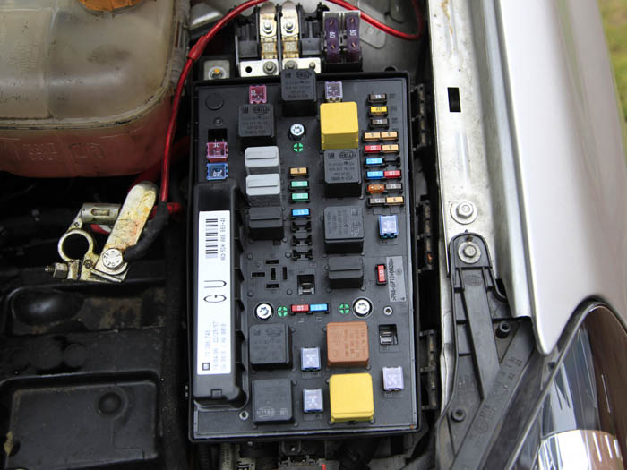vauxhall combo fuse box layout i need gm tech i need reprogram ecu  i need gm tech i need reprogram ecu