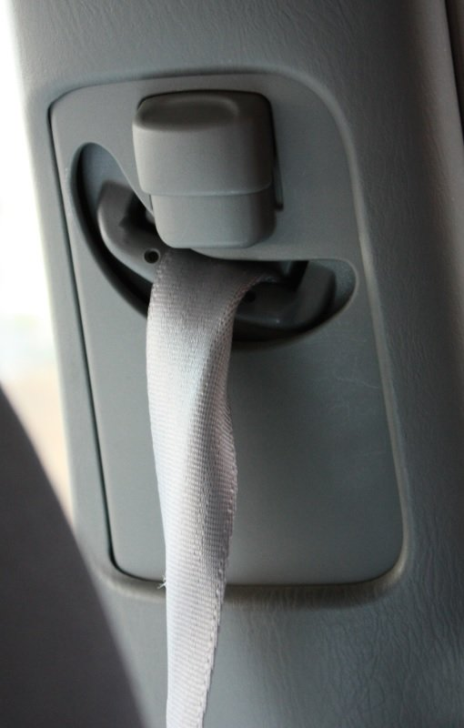 How to fix the seat belt? See the attached pic, the seat