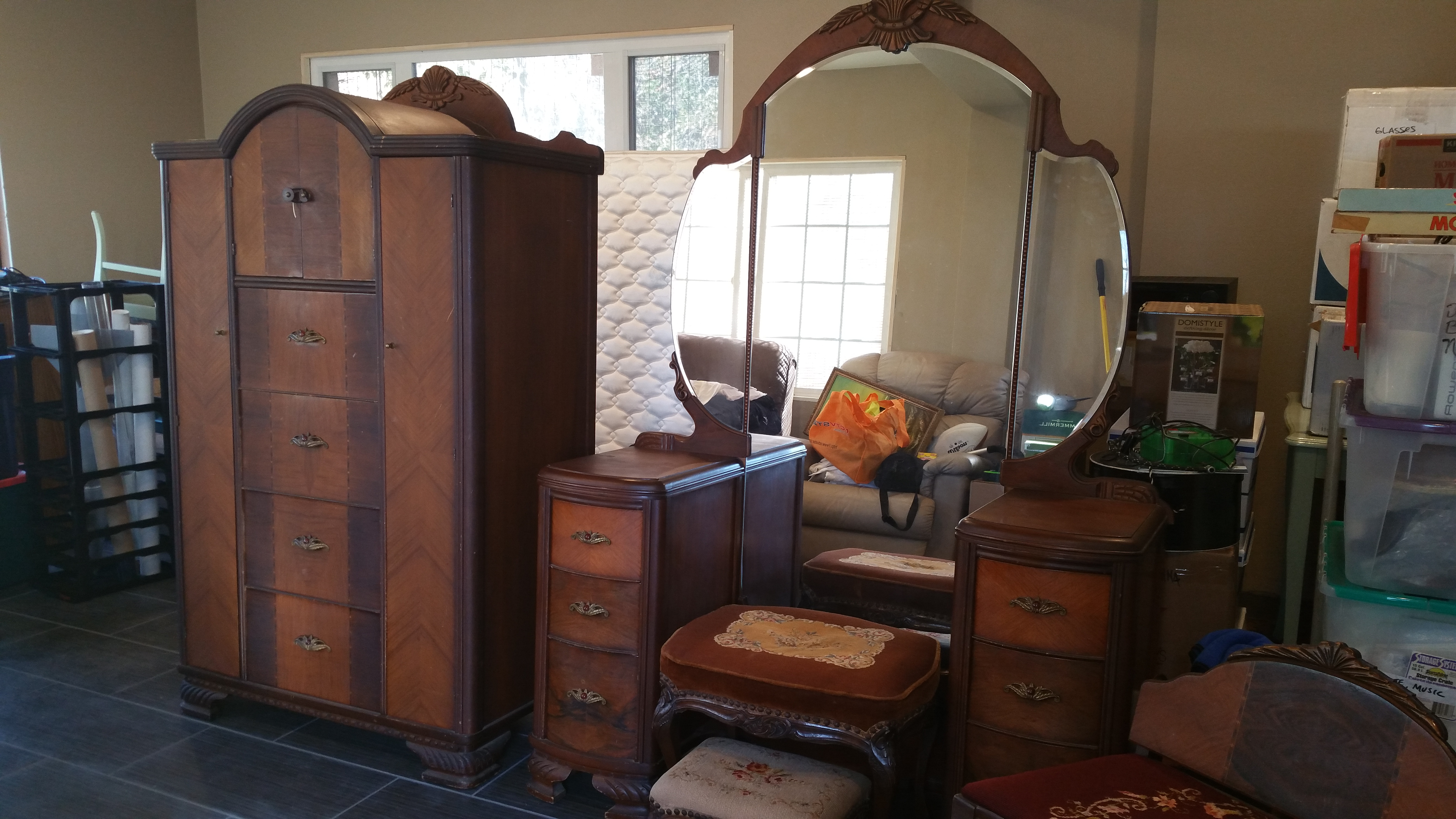 Very I have a a bedroom set made by Furniture Company, Shelbyville  SN74