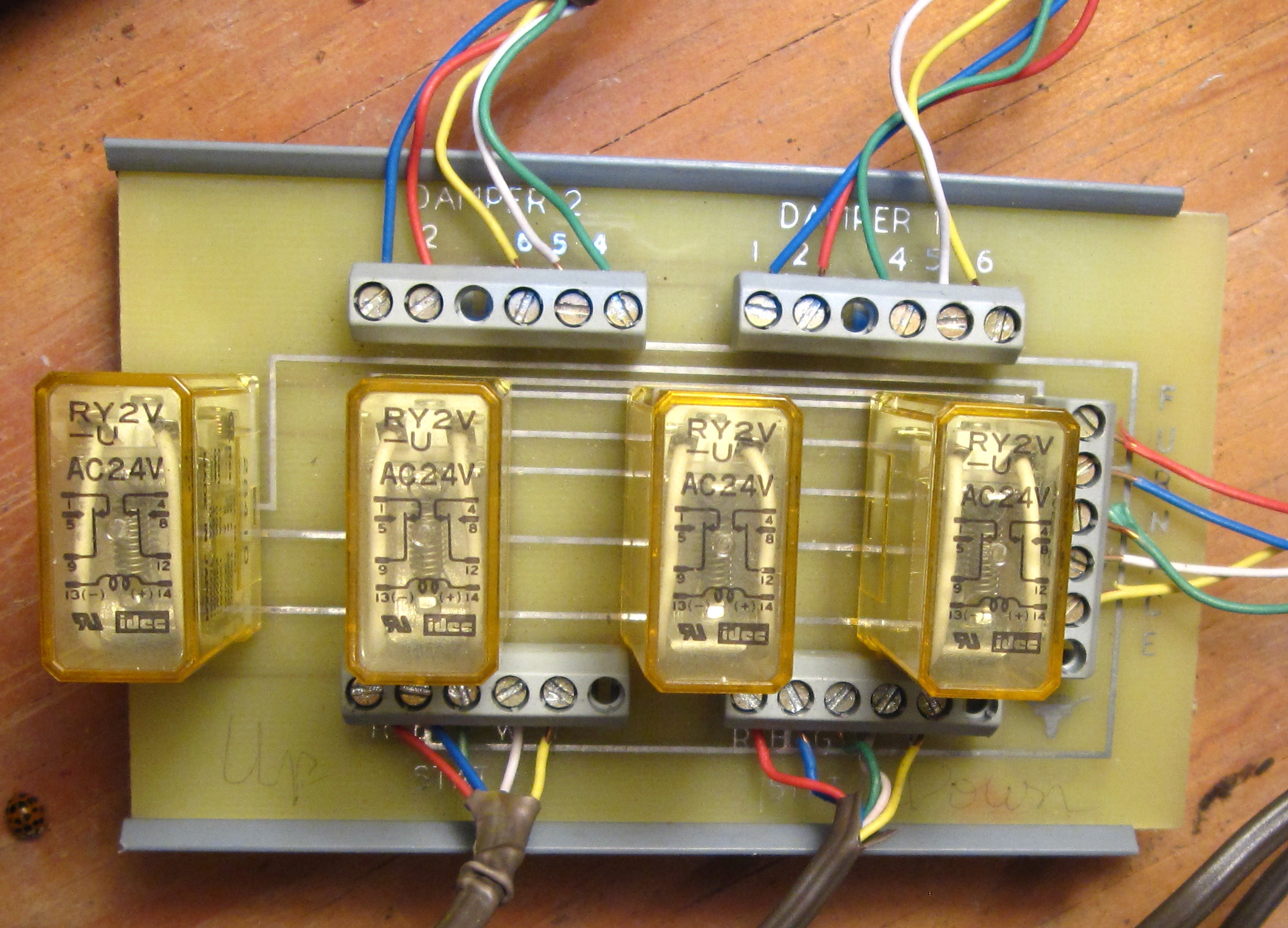 I Have A Two Zone Ac Furnace System Controlled By Thermostats Digital Circuit Board Wiring Diagram Thermostat Damper Control Front