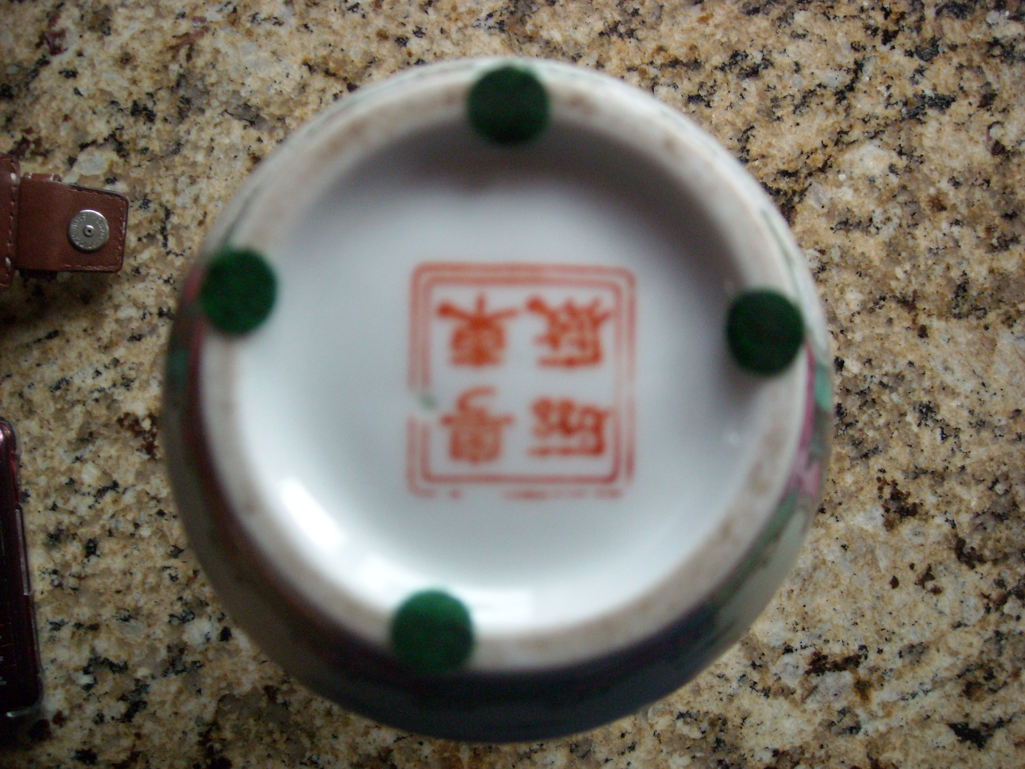 We have an antique japanese vase with what appears to be a graphic graphic reviewsmspy