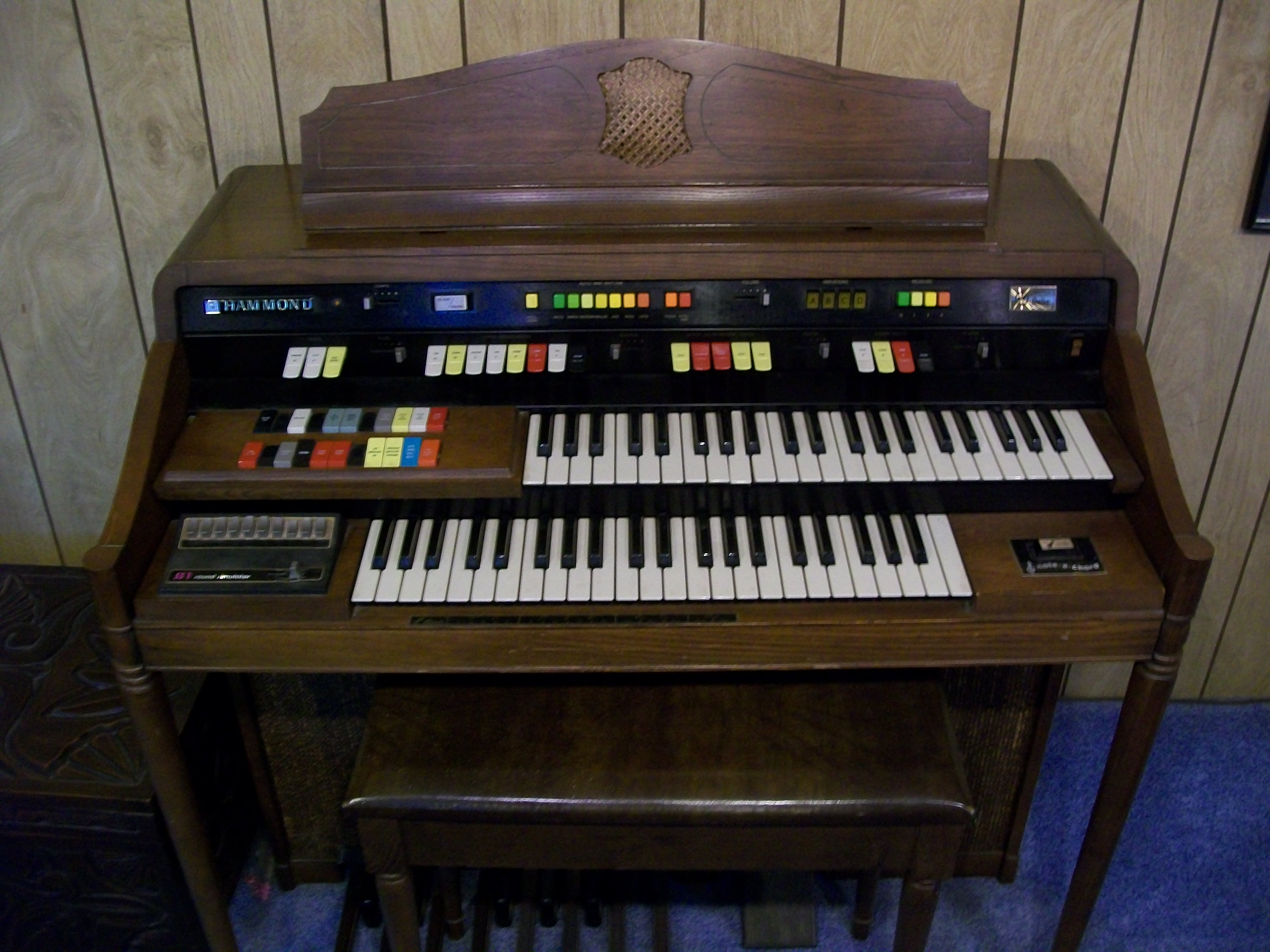 I donate a Hammond Organ model 126114 with Leslie and bench