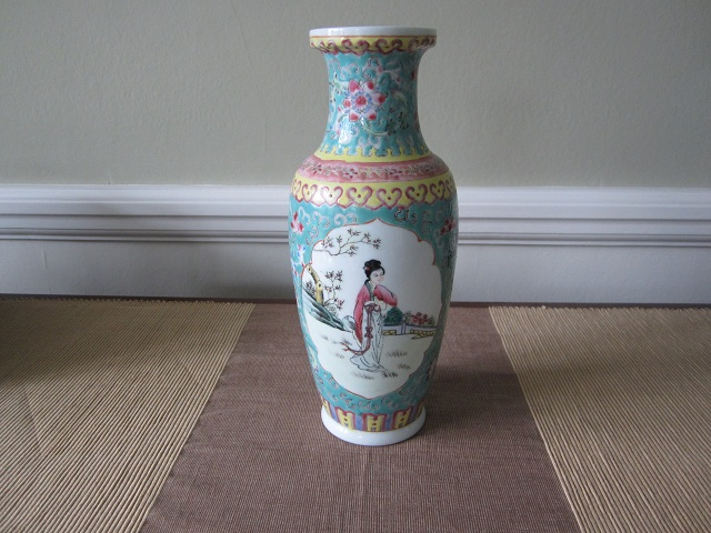 Are Early 20th Century Chinese Vases Worth Any Money