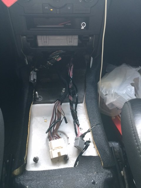 2010    Dodge Charger Police RTconsole wires all cut with connectors hanging onto some wires
