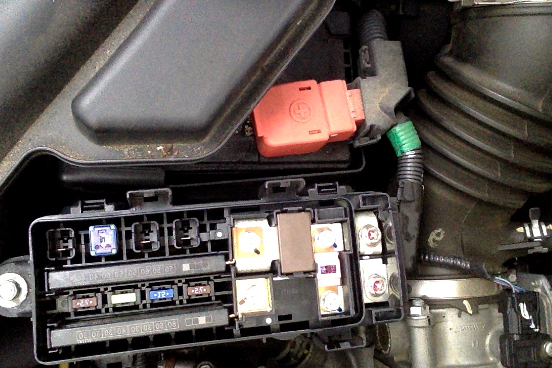 2013 11 22_151156_fuse_box_image i have a 2011 honda odyssey and the rear doors have suddenly 2000 Honda Civic Fuse Box Diagram at gsmx.co