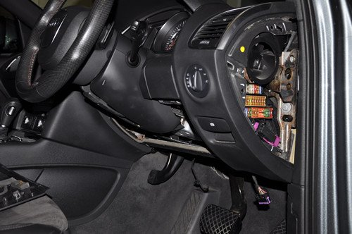 do you have the picture that show me, the location of air suspension audi s8 here is one more pic, did you mean this right hand side fuse box\u003e?