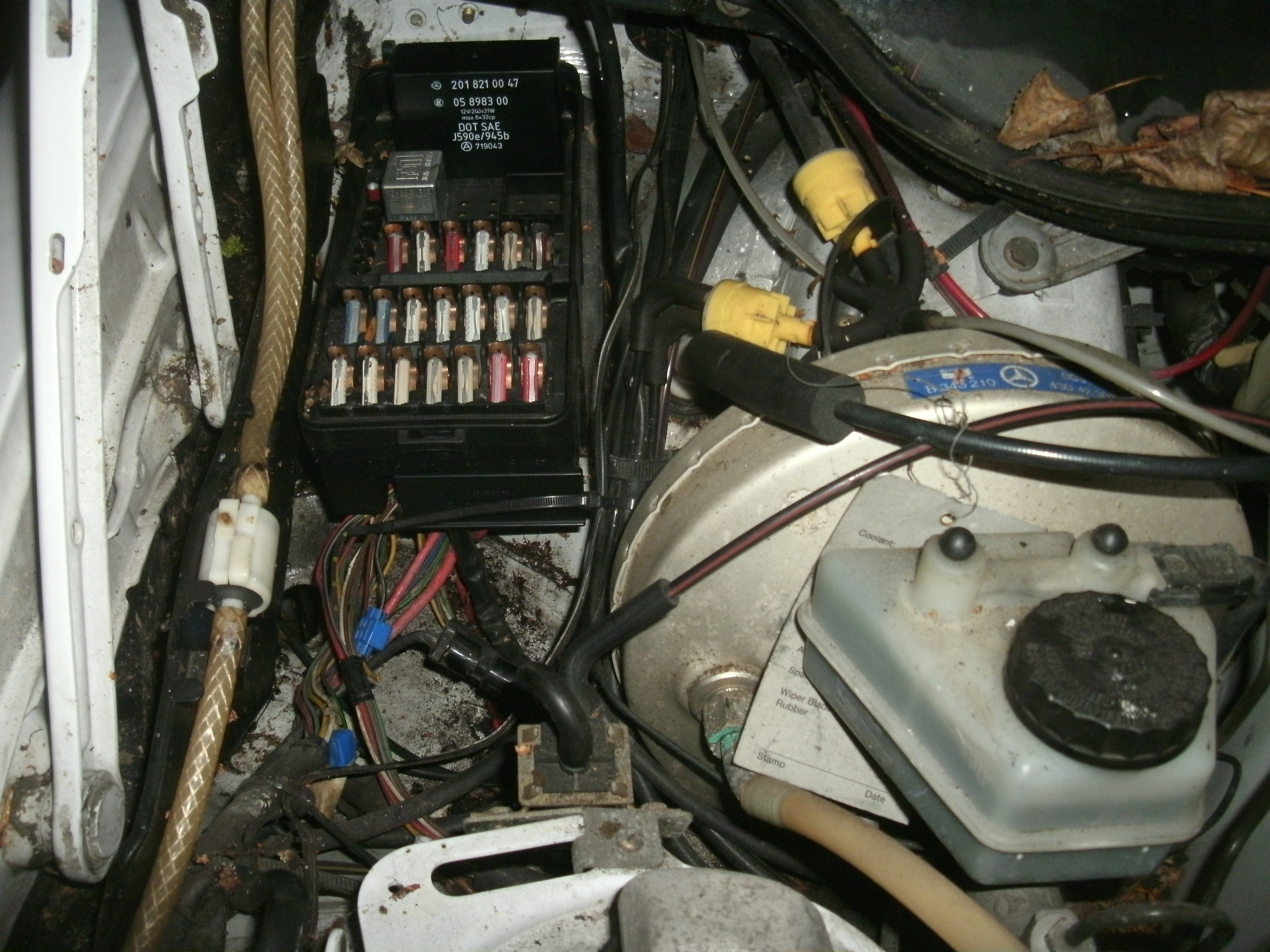 Mercedes 190e Fuse Box I Have A 2l Auto The Fan Is Constantly Running From Full Size Image