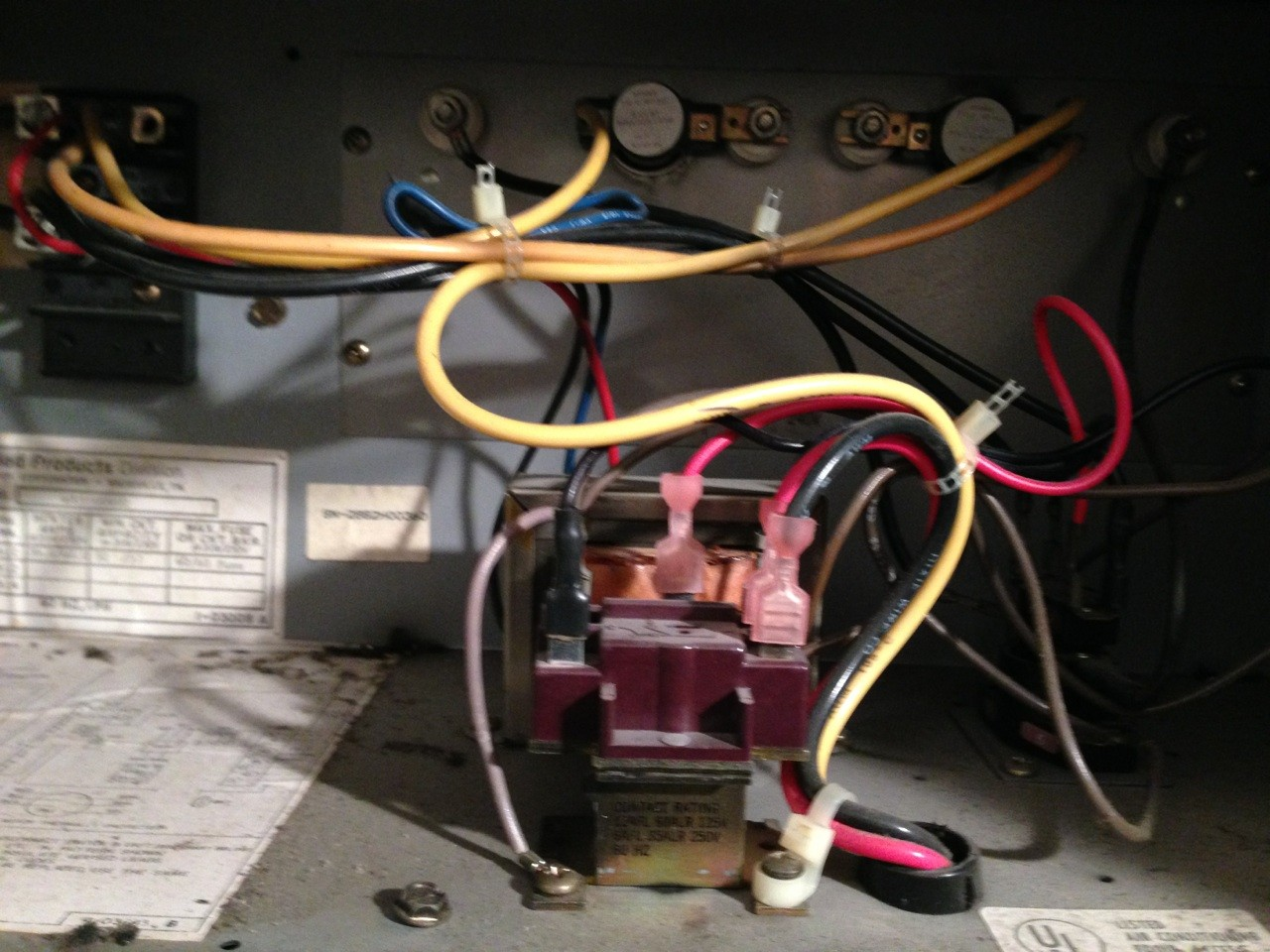 Carrier 40qb042300 Air Handler Not Responding  Any Easy Places To Check Like Fuses  Etc