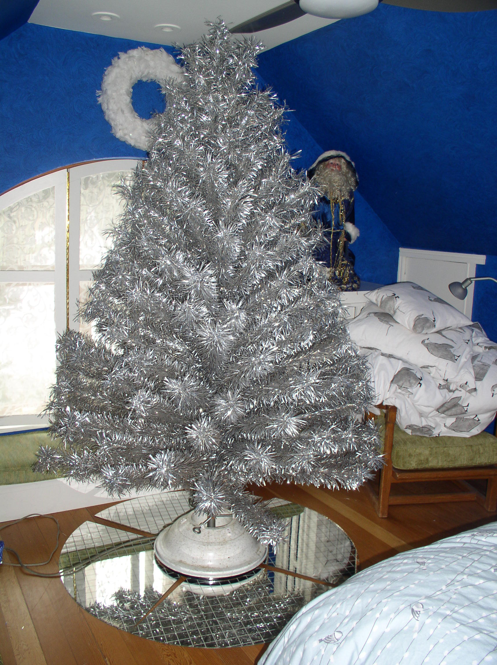 i have a vintage 75 tinsel christmas tree with a naren colorama model 104 sn3859 color wheel karosel by kresky revolving christmas tree stand light - Vintage Tinsel Christmas Tree