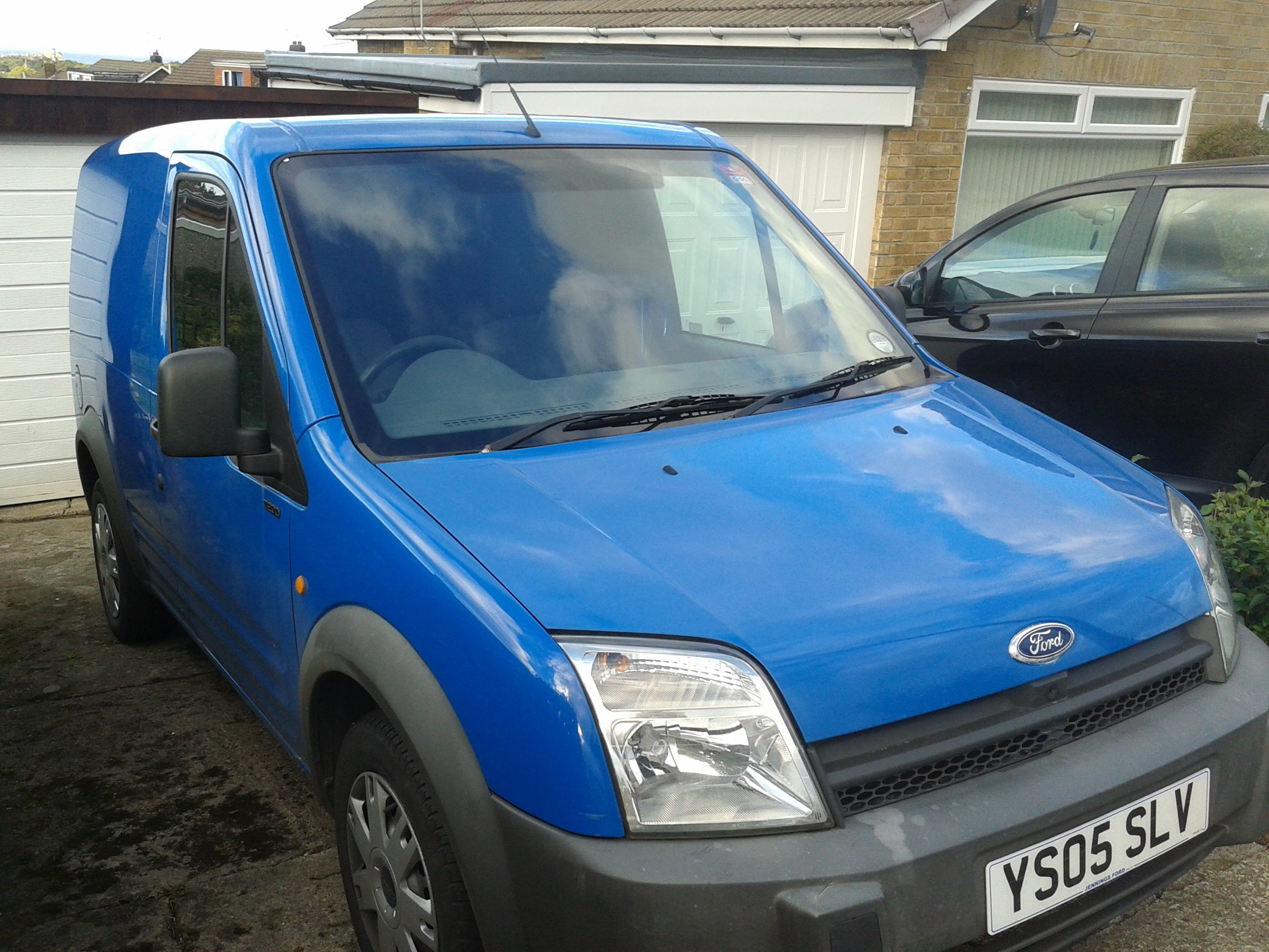 what colour is my van ford etis says dark true blue paint code rh justanswer com ford transit connect comparable ford transit connect competition