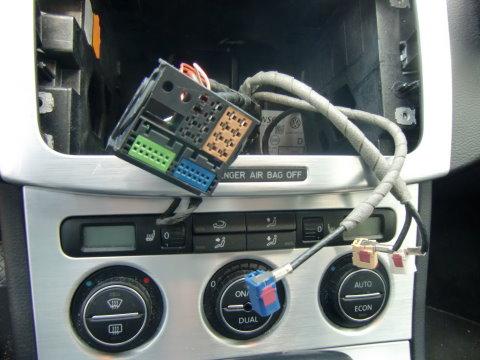 Habe Navi /Radio MFD2 alles l uft nur aus den Lautsprechern