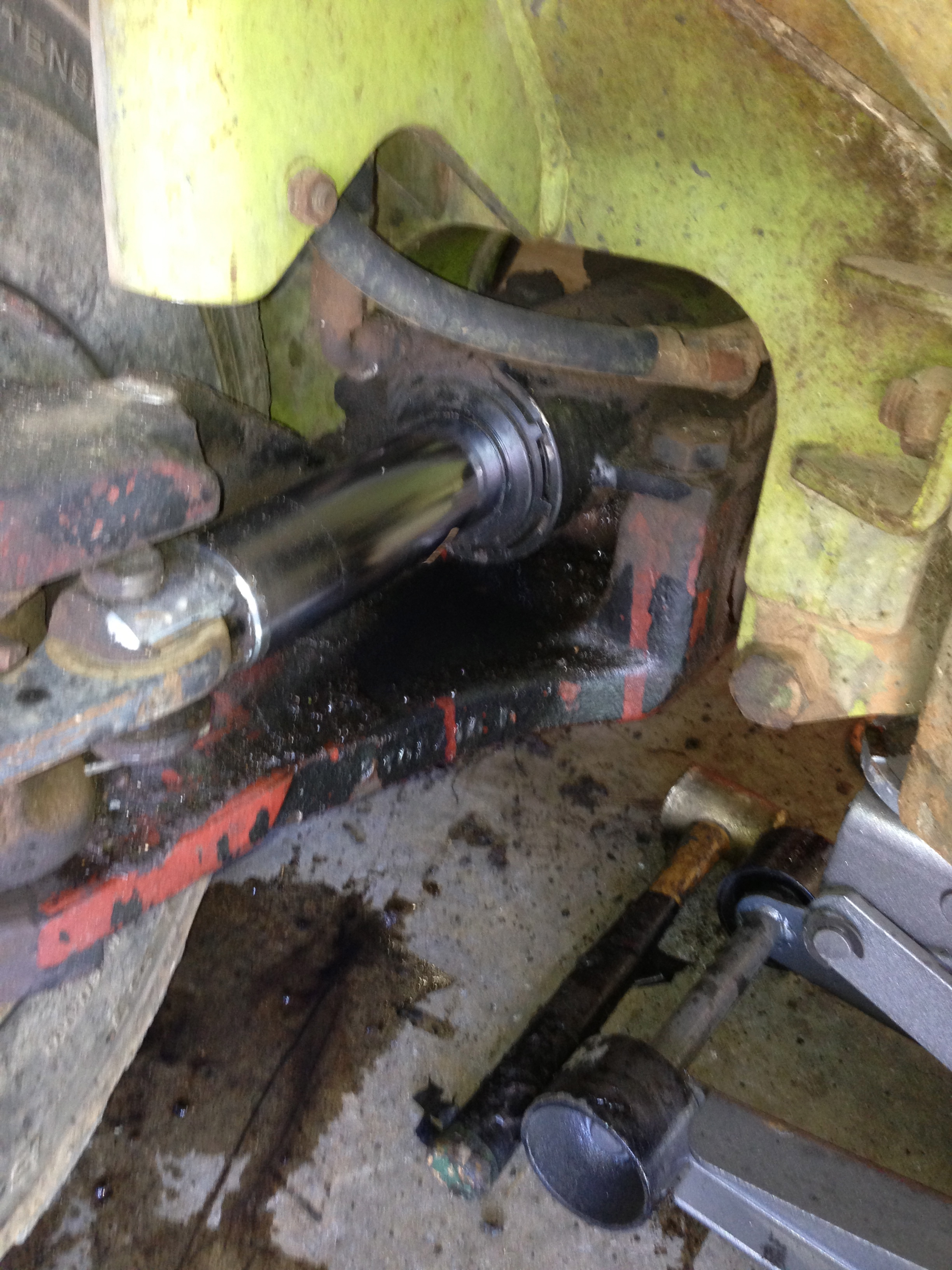 Need help fixing the leaking steering hydraulic cylinder on my
