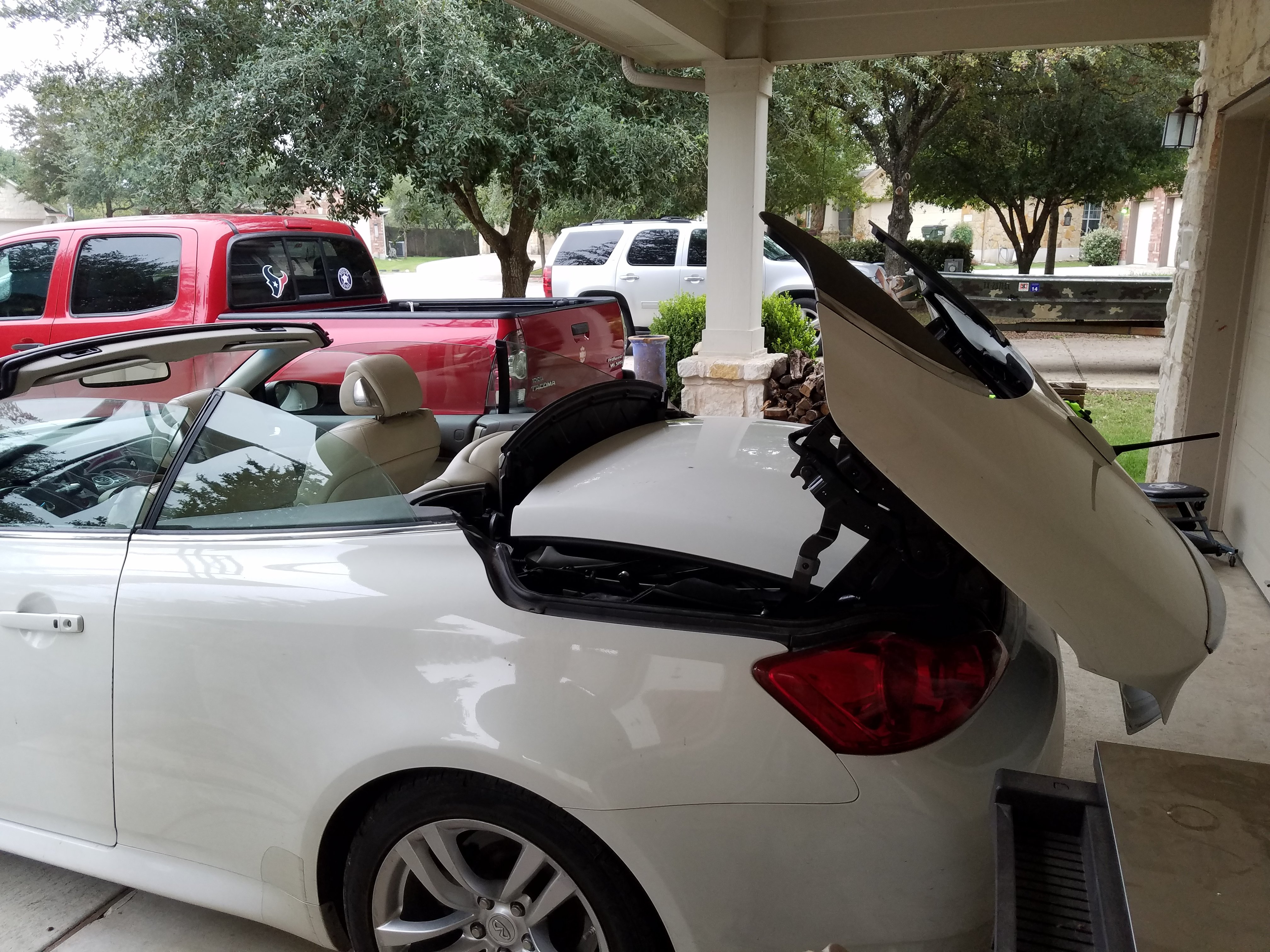 Roof wont close and says trunk open  Have not  we were