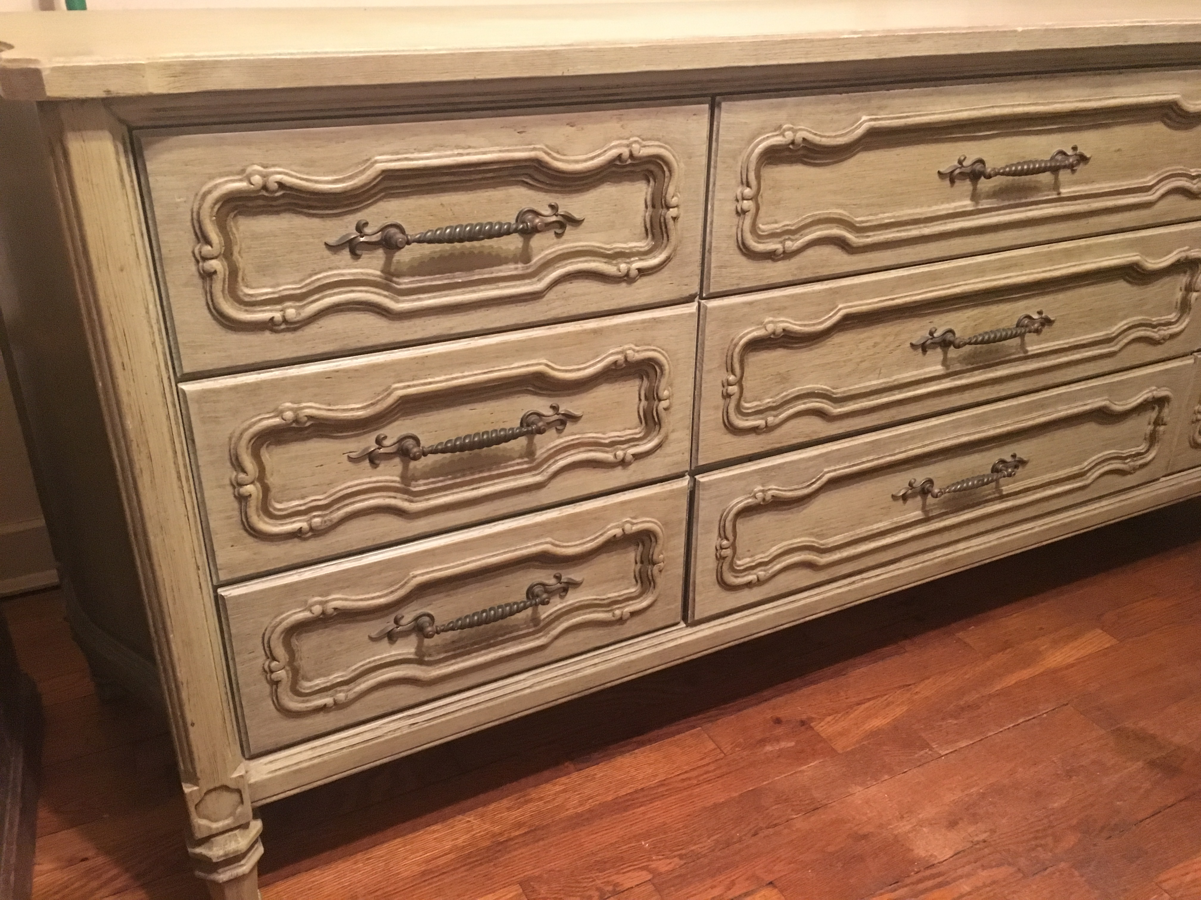 I Have Some Vanleigh Furniture That I Can T Find Anywhere Online I Have A 9 Drawer Dresser 3x3 That Came With A