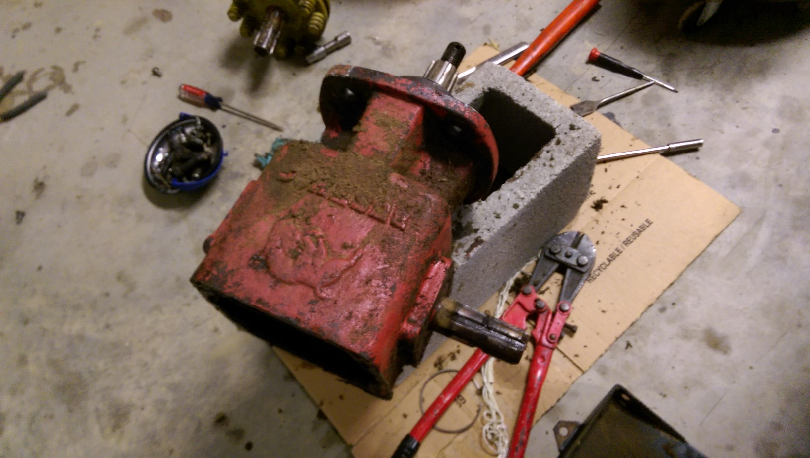 I am trying to take apart a 71282 Gearbox for a Bush Hog
