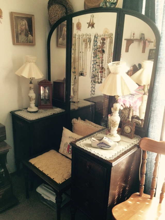 I have a Rockford Cabinet Co vanity and dresser. How can I tell ...