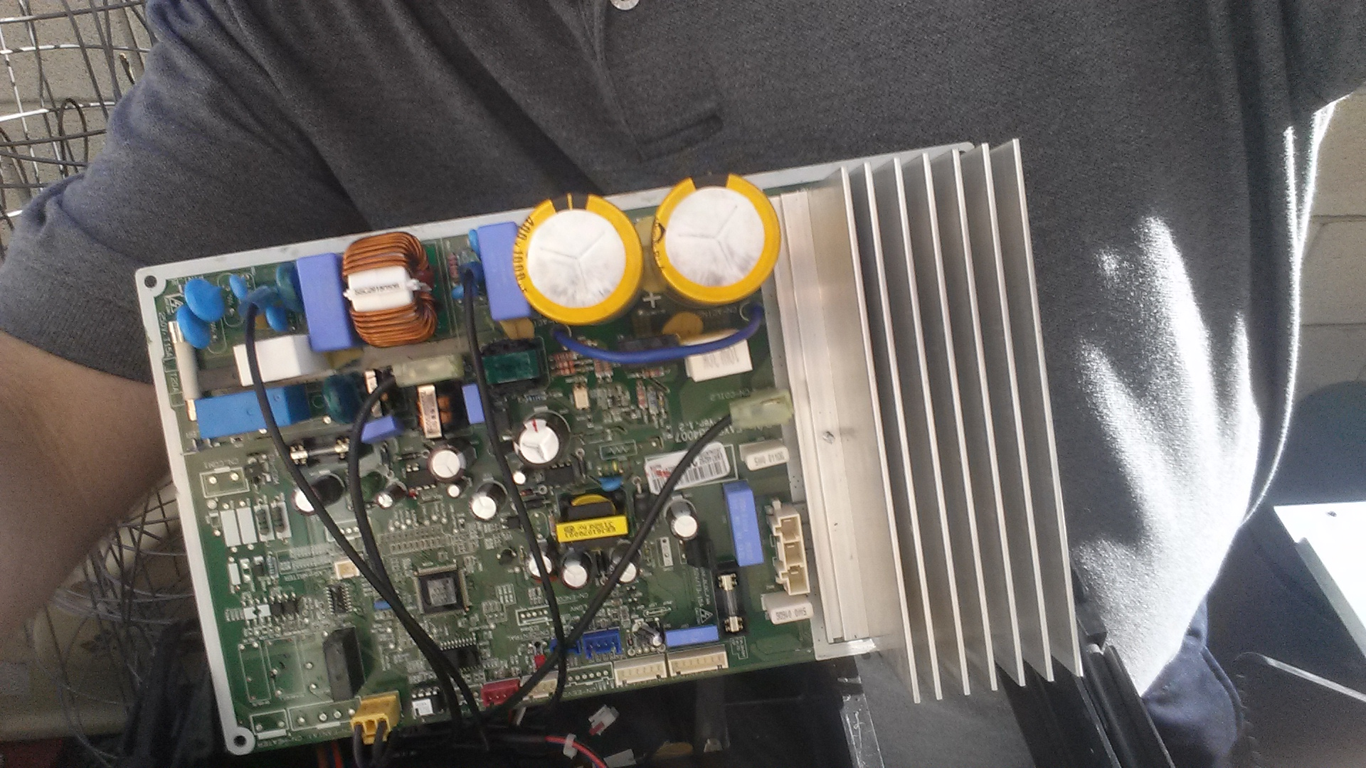 I have a LSN240HEV that is flashing 5 times for cooling and none for