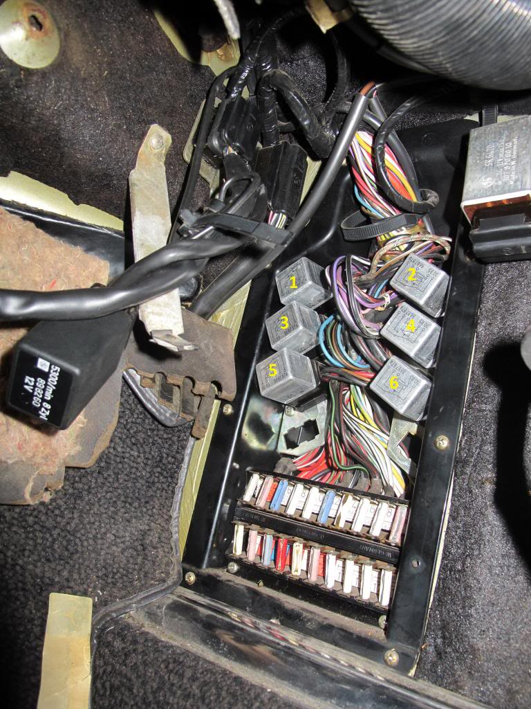 450sl Fuse Box 1979 Mercedes No Power To Fuel Pump Relay Tests Ok Out Of Car But Doesn T Work In Consistant 1974 1980 Location