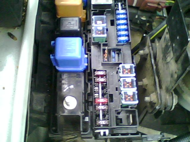2007 nissan frontier fuse box i need to replace the 100 amp fusible link for the battery  i need to replace the 100 amp fusible link for the battery