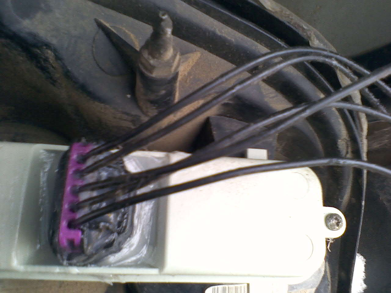 2012 01 20_181459_0120121112 i have a 2003 chevy trailblazer i need to know the wiring colors 2003 chevy trailblazer tail light wiring harness at edmiracle.co