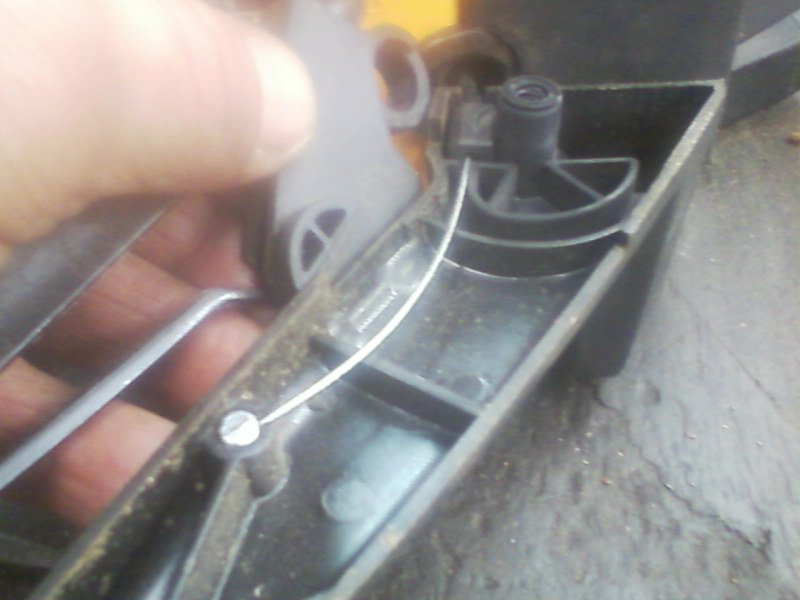 How to route the throttle cable on a Poulan 2750 chain saw