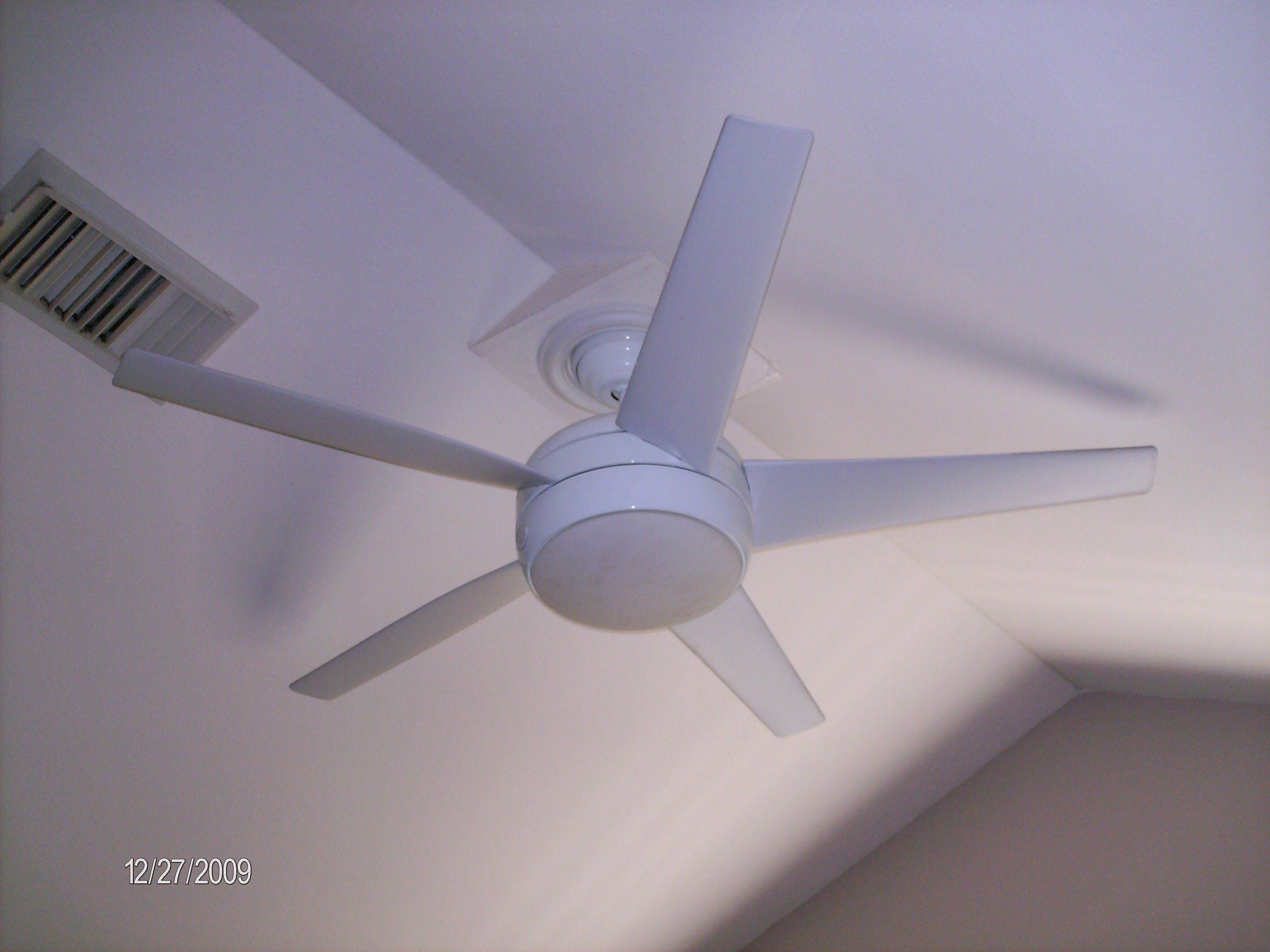 I have a hampton bay ceiling fan how do i change the light bulb i graphic aloadofball Images