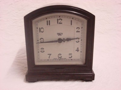 SMITHS SECTRIC CLOCK CRICKLEWOOD LONDON BAKELIGHT HOUSE CLEARENCE