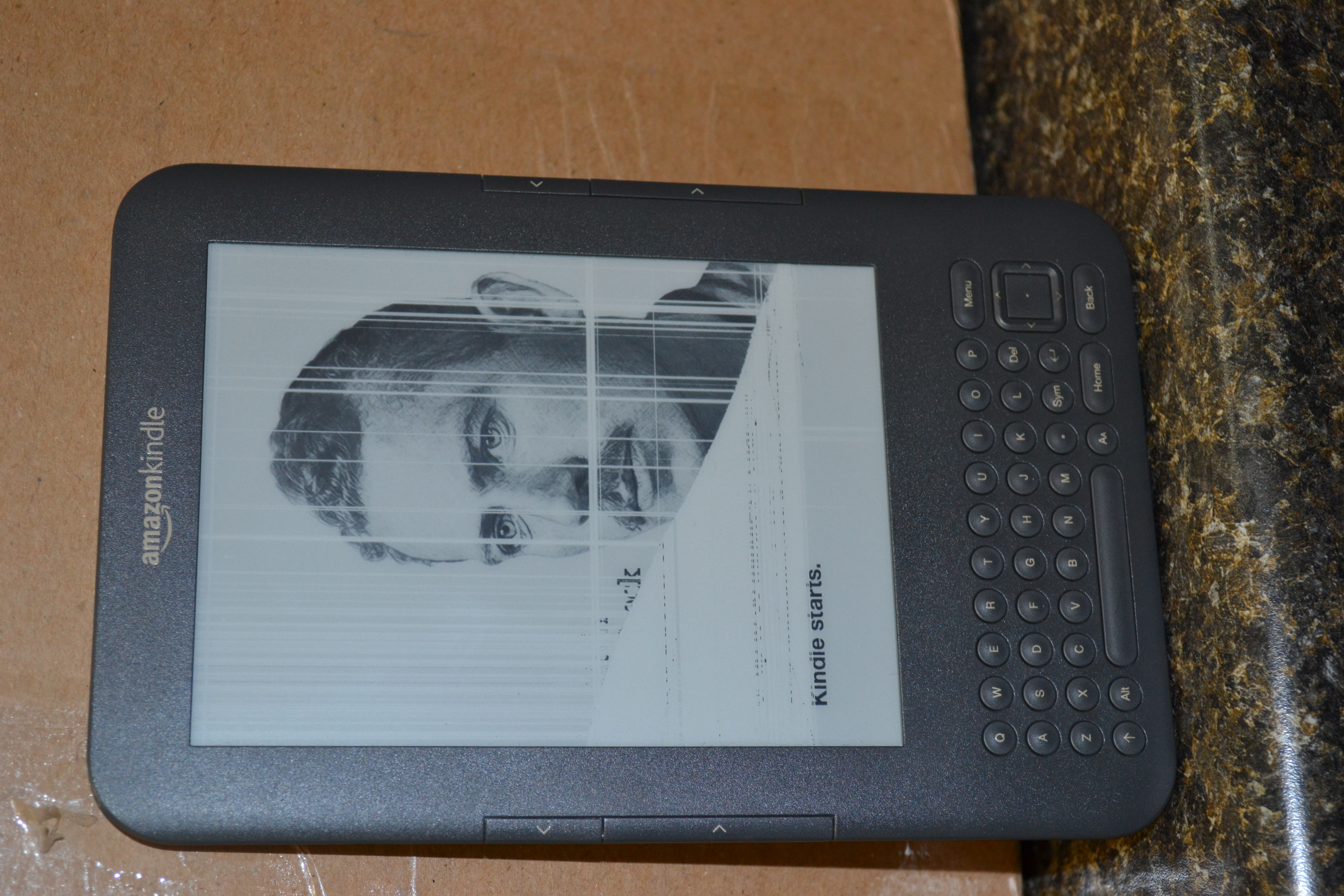 My kindle shows the left half dormant and the right half live