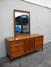 MID-CENTURY DRESSER WITH MIRROR BY UNITED FURNITURE CORP. #2373