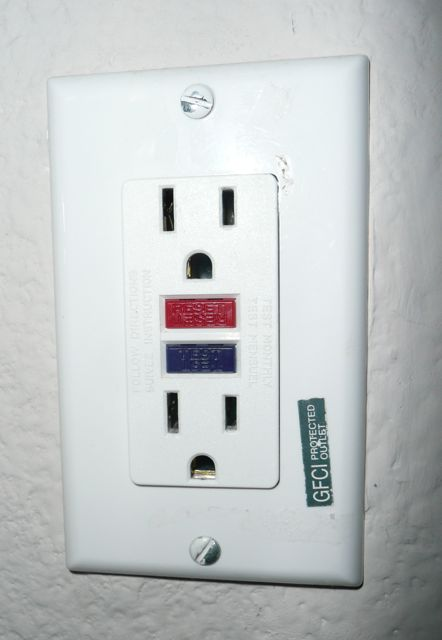The Vanity Wall Outlets In My 2 Upstairs Bathrooms Don T Work No Power In The Outlets The Lights In The 2 Bathrooms