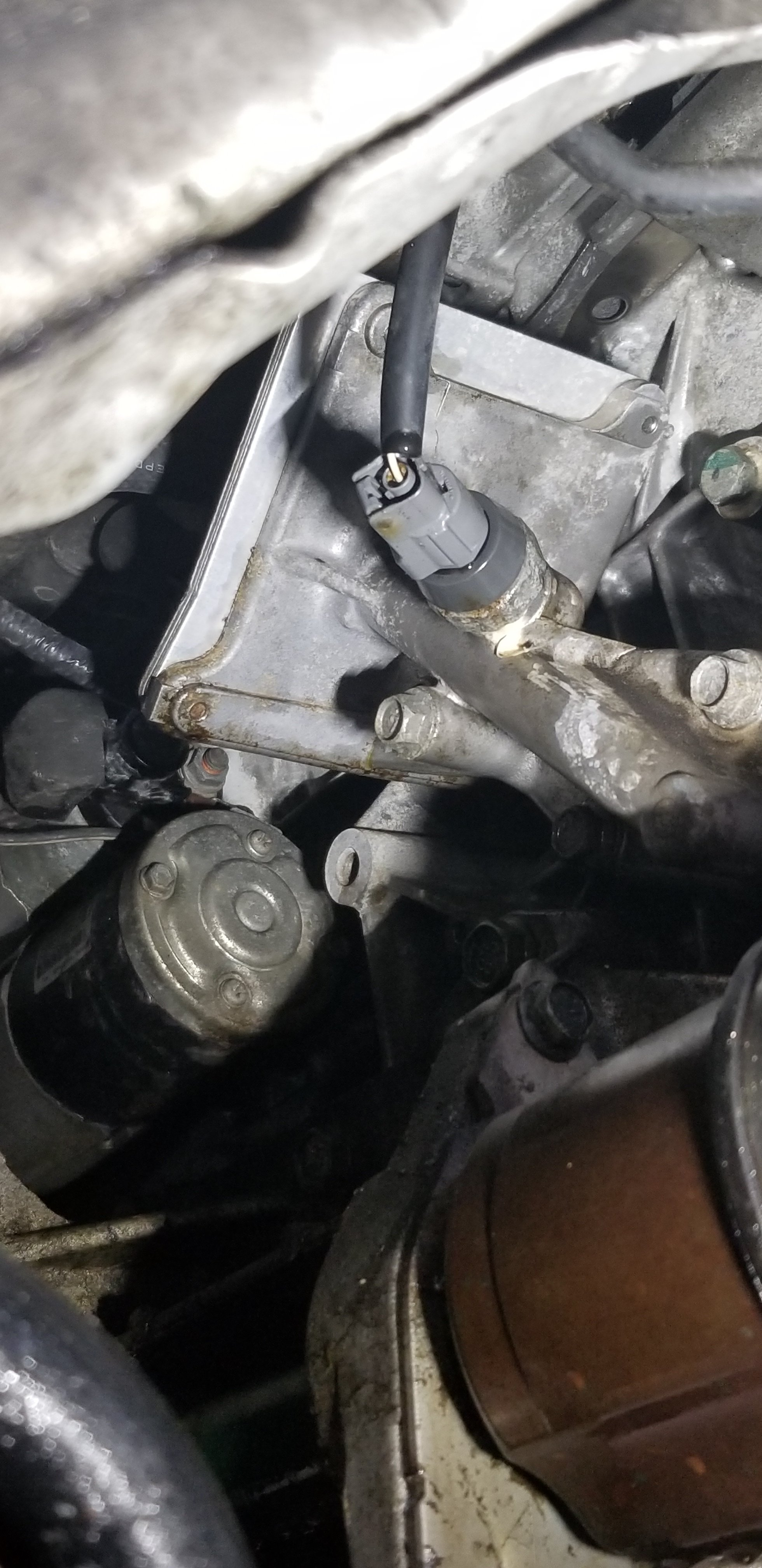2010 Nissan rogue SL AWD 4 cyclinder leaking oil from the