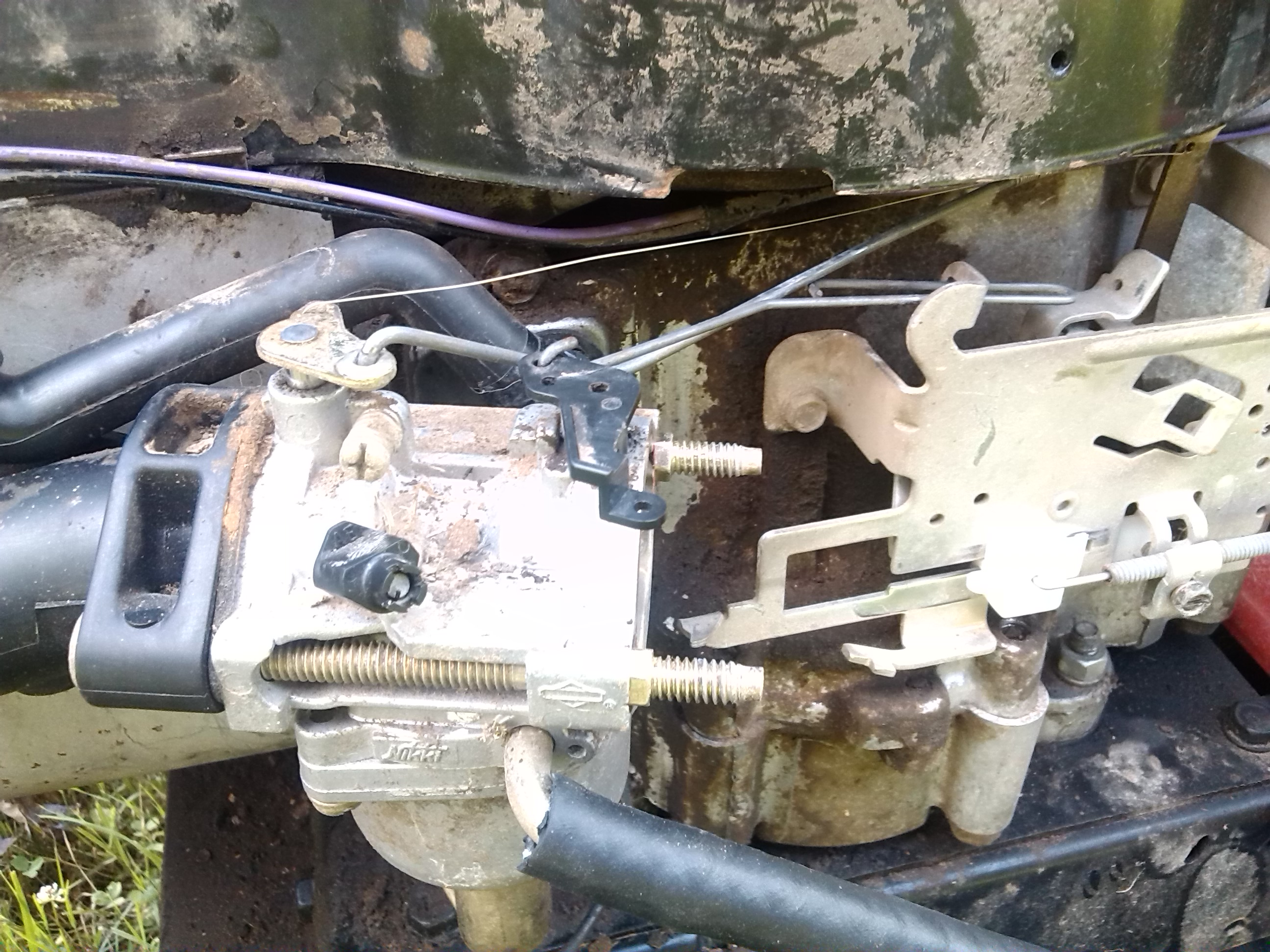 Ok I Got The Linkages Connected Correctly Hope Pictures In Briggs Stratton Engine Carburetor Air Cleaner Parts Model 460707 Linkage Photos