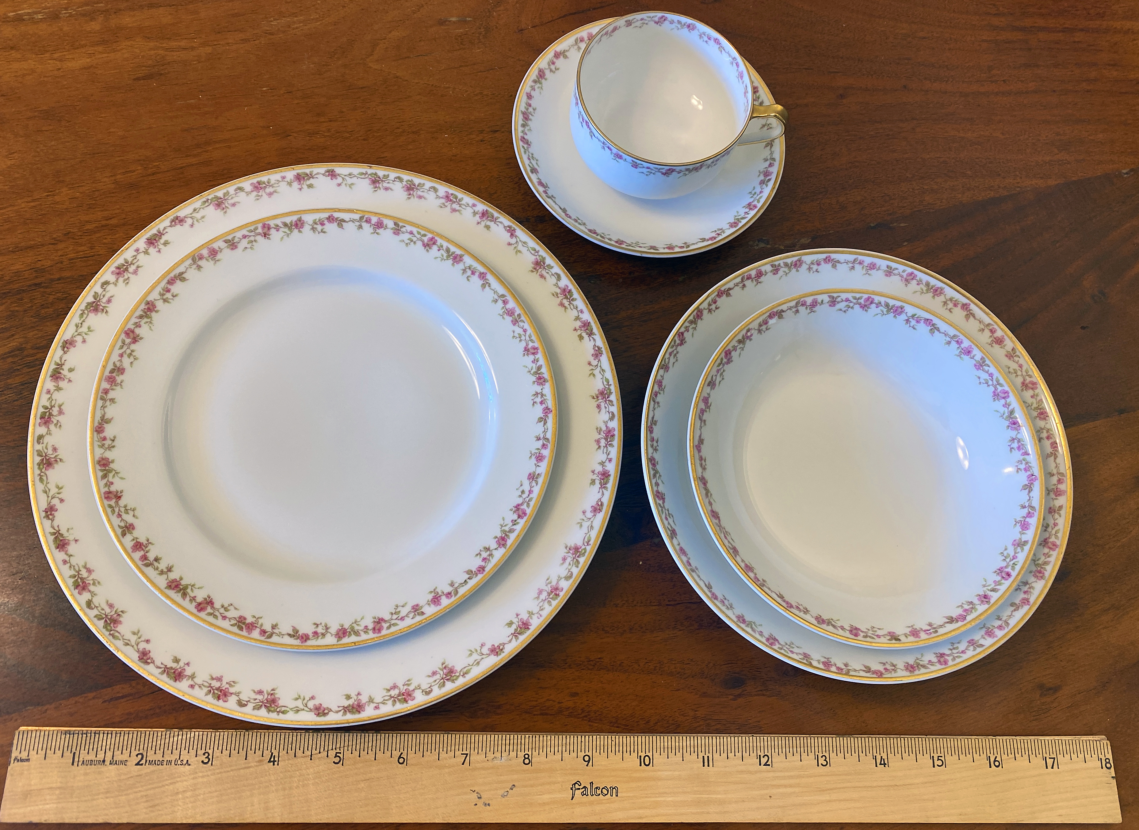 14t1 - Haviland Limoges Chinaware - Six Entire 6 piece place settings.JPG